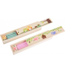 Drevená krabička s ceruzkami
